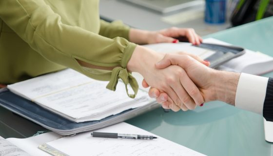handshake of a the first meeting between a client and a chicago immigration attorney experienced